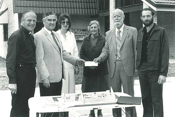 1986 Abbey Board of Directors accepting funds